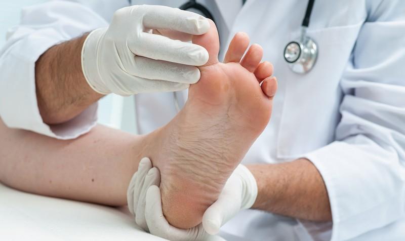 Проведение операции по удалению косточки лазером
